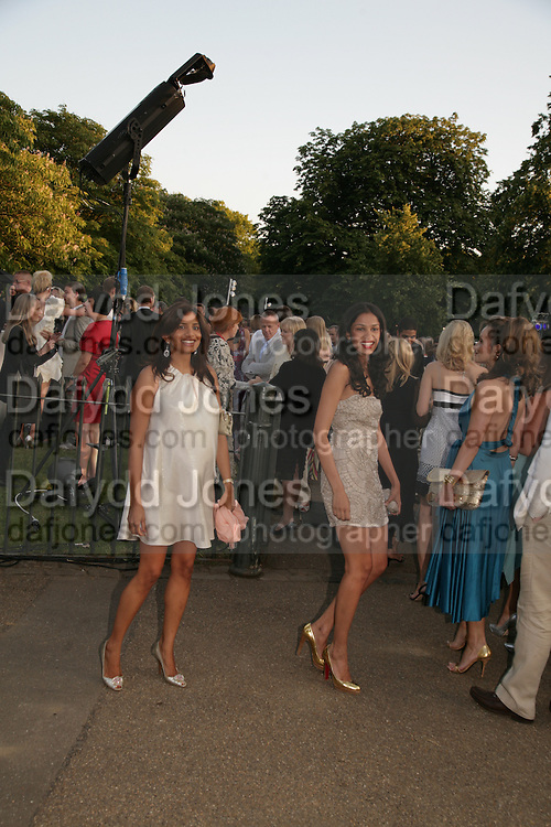 DIVIA CADBURY ( LEFT) The Summer Party in association with Swarovski. Co-Chairs: Zaha Hadid and Dennis Hopper, Serpentine Gallery. London. 11 July 2007. <br />