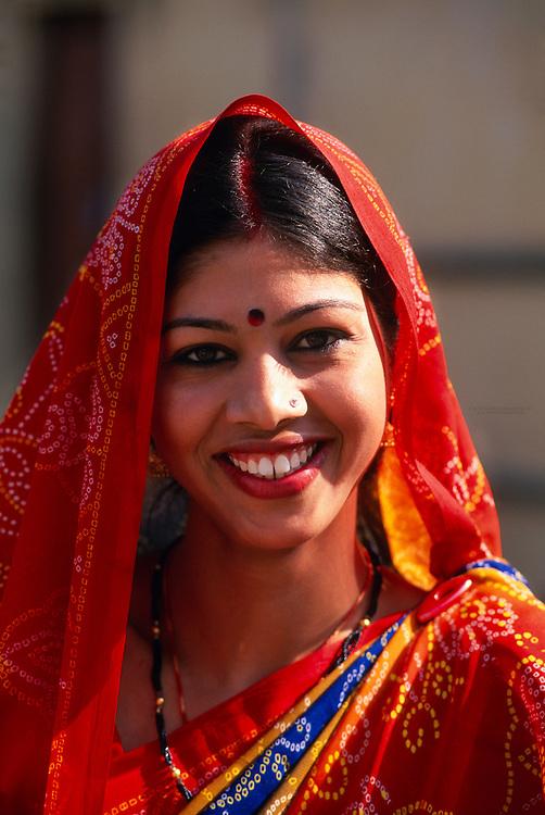 Indian woman wearing sari, Amber Palace and Fort, near Jaipur, Rajasthan, India