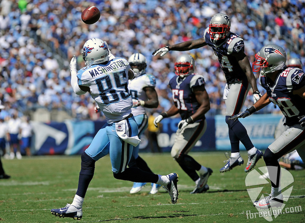 NASHVILLE, TN - SEPTEMBER 09:  Kyle Arrington #24 and Steve Gregory #28 of the New England Patriots watch wide receiver Nate Washington #85 of the Tennessee Titans cathch a touchdown pass at LP Field on September 9, 2012 in Nashville, Tennessee.  (Photo by Frederick Breedon/Getty Images) *** Local Caption *** Nate Washington; Kyle Arrington; Steve Gregory