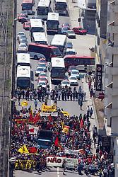 Cerca de três mil estudantes da rede estadual de ensino pararam a avenida Joao Pessoa, no centro de Porto Alegre para protestar contra aumento da passagem de onibus em Porto Alegre. FOTO: Jefferson Bernardes/Preview.com