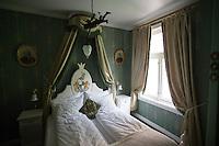 Hotel Union Øye på Øye ved Norangsfjorden. Hotellet ble bygd i 1891 og har hatt besøk av personer som Keiser Wilhelm, Dronning Maud, Edvard Grieg og Knut Hamsun.<br /> Foto: Svein Ove Ekornesvåg