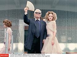 © Lionel Hahn/ABACA. 19560-3. Paris, France, 11/07/2000. Chanel catwalk. Autum Winter 2000/2001 Haute Couture collection. Karl Lagerfeld