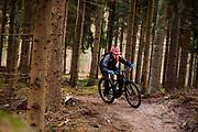 Bij Lage Vuursche rijdt een mountainbiker op een e-bike mee met het off-road fietsevenement Where The Streets Have No Name.<br /> <br /> Mountainbikers ride at the trails during the off-road bike festival Where The Streets Have No Name near Lage Vuursche.