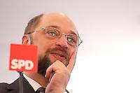 12 JAN 2004, BERLIN/GERMANY:<br /> Martin Schulz, MdEP, SPD Spitzenkandidat, eroeffnet den Europa Wahlkampf mit einer Pressekonferenz und einer Besichtigung der SPD Europa Kampa, Wahlkampfzentrale fuer die Wahl des Europaeischen Parlamentes im Willy-Brandt-Haus<br /> IMAGE: 20040112-02-026<br /> KEYWORDS: Eröffnung, Eroeffnung