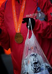 03-11-2013 ALGEMEEN: BVDGF NY MARATHON: NEW YORK <br /> De NY marathon werd weer een groot succes voor de BvdGf. Alle lopers hebben met prachtige tijden de finish gehaald / medaille item atletiek marathon USA police politie NYPD regencapes<br /> ©2013-FotoHoogendoorn.nl