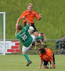 Jeppe Christiansen (FC Helsingør) og Jesper Larsen (Avarta) under kampen i 2. Division Øst mellem Boldklubben Avarta og FC Helsingør den 19. august 2012 i Espelunden. (Foto: Claus Birch).