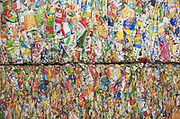 14.03.2013 Hryniewicze k / Bialegostoku Sortownia Zakladu Utylizacji Odpadow Komunalnych N/z utylizacja kartonow po napojach fot Michal Kosc / AGENCJA WSCHOD