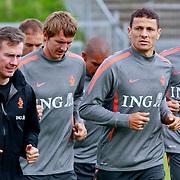NLD/Katwijk/20110808 - Training Nederlands Elftal voor duel Engeland - Nederland, Luuk de Jong, Khalid Boulahrouz en Nigel de Jong