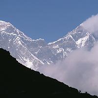 HIMALAYA, NEPAL. Trekkers below Mount Everest (29,035') & Lhotse (27,890') on Everest Base Camp trail, Khumbu Region.