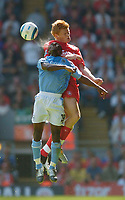 Fotball<br /> Foto: SBI/Digitalsport<br /> NORWAY ONLY<br /> <br /> Liverpool v Manchester City<br /> Barclays Premiership, 21/08/2004.<br /> <br /> Liverpool's John Arne Riise (R) contests a header with Manchester City's Shaun Wright-Phillips
