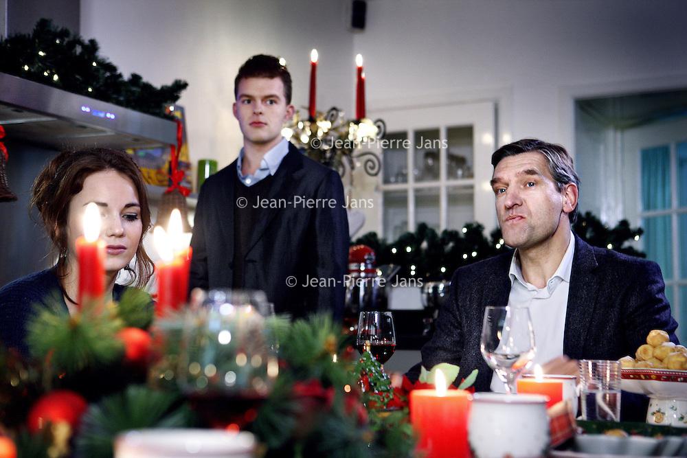 """Nederland, Amsterdam , 9 december 2013.<br /> PKN komt met tv-reclame voor kerstdiensten.<br /> GospelzangeresSharon Kips, actrice Gerda HavertongenCDA-fractievoorzitter in de Tweede KamerSybrand van Haersma Bumazijn er in te Zien. Maar ook anderen.Om zoveel mogelijk mensen tot een bezoek aan kerstdiensten te verleiden, gaat de Protestantse Kerk in Nederland (PKN) tv-reclame maken. Er worden van 18 december af ongeveer 125 spotjes uitgezonden via Nederland 1, 2 en 3 en RTL4. <br /> Volgens woordvoersterMarloes Nouwens-Keller van de PKN hoort die kerk 'van nature' tussen de kerstreclames thuis. Hetfeest van gezellig samen zijn, ontspannen en lekker eten, wordt door iedereen – onder meer door supermarkten, frisdrankmerken en tv-zenders - geclaimd, zegt ze. """"De Protestantse Kerk in Nederland heeft hét echte kerstverhaal in de aanbieding en de plek waar je dit samen kunt vieren. Het zou toch onverstandigzijn als wij dáár geen reclame voor maken"""".<br /> Op de foto CDA-fractievoorzitter in de Tweede KamerSybrand van Haersma Buma tijdens de opnamen aan de kersttafel.<br /> Foto:Jean-Pierre Jans"""