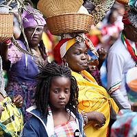 Nederland, Amsterdam , 1 juli 2013.<br /> Afschaffing Slavernij Herdenking in het Oosterpark.<br /> Na afloop van de herdenking zorgt het jaarlijkse Keti Koti festival voor een vrolijkere sfeer. Keti Koti betekent 'Verbroken Ketenen' in het Surinaams, en symboliseert de afschaffing van de slavernij. Het Keti Koti Festival viert jaarlijks vrijheid, gelijkheid en verbondenheid met een kleurrijke explosie van vreugde in het Oosterpark. Op vier podia zijn multiculturele muziek- en dansoptredens en in het hele park kan men genieten van traditioneel eten en drinken, lezingen, films, een Caribische markt en kunst.<br /> <br /> <br /> <br /> Foto:Jean-Pierre Jans
