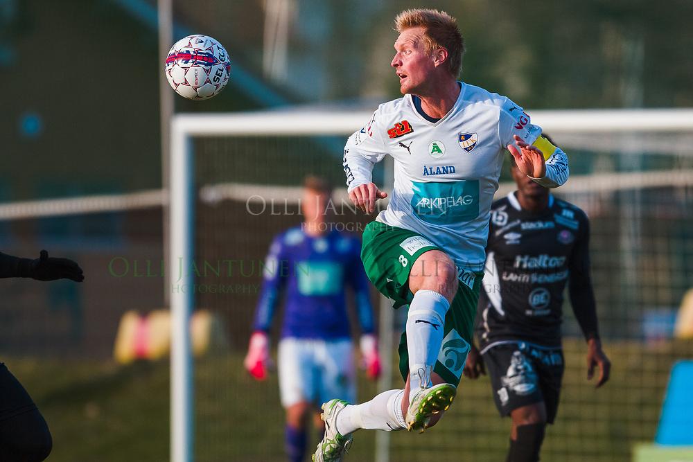IFK Mariehamnin Jani Lyyski Veikkausliigan ottelussa FC Lahti-IFK Mariehamn. Kisapuisto, Lahti, Suomi. 23.4.2015.
