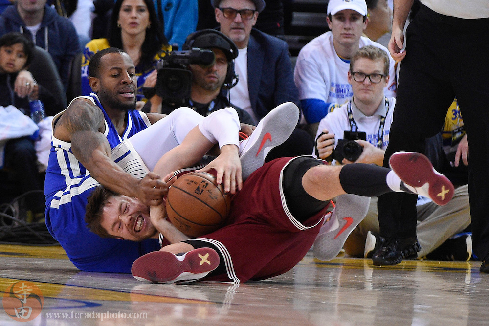 December 25, 2015; Oakland, CA, USA; Cleveland Cavaliers guard Matthew Dellavedova (8, bottom) and Golden State Warriors forward Andre Iguodala (9, top) fight for the ball in the second quarter of a NBA basketball game on Christmas at Oracle Arena.
