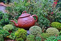 Chine, Hong Kong, Hong Kong Island, theiere genate dans le Hong Kong Park // China, Hong-Kong, Hong Kong Island, big teapot at Hong Kong Park