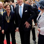Koning en koningin bezoeken Noordrijn-Westfalen. <br /> Koning Willem Alexander en Koningin Maxima brengen een bezoek aan het Zentrum Niederlande-Studien<br /> <br /> King and Queen visit North Rhine-Westphalia.<br /> King Willem Alexander and Queen Maxima  visit the Zentrum Niederlande-Studien<br /> <br /> Op de foto / On the photo:  <br /> <br />  Koning Willem Alexander komt aan / King Willem Alexander arrives