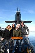 Het 538-programma 'De Frank en Vrijdagshow' van radio dj Frank Dane maakt vrijdag 20 januari hun  radioshow vanuit een varende onderzeeër. Dit is nog niet eerder gedaan op Nederlandse radio.<br /> <br /> Op de foto:  Frank Dane met Jelte van der Goot en Huispianist Albert en Dj's Sunnery James & Ryan Marciano