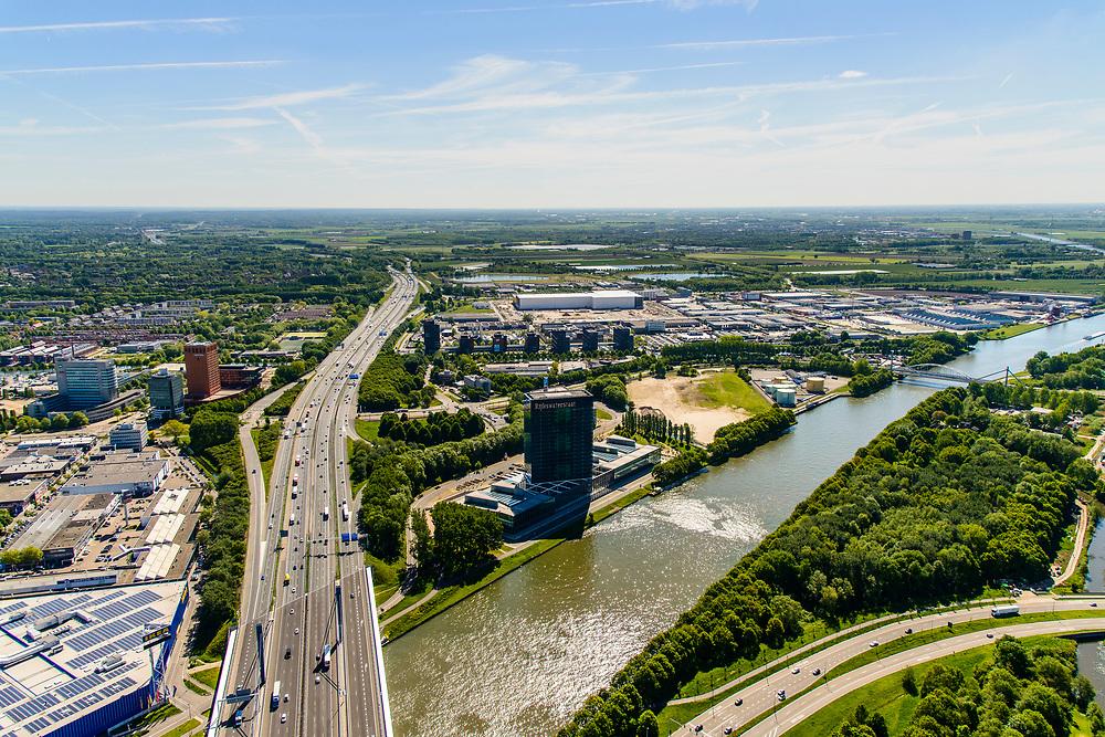 Nederland, Utrecht, Utrecht, 13-05-2019; kruising Amsterdam-Rijnkanaal met A12 (Ring Utrecht). Aan het water Westraven, hoofdkantoor van Rijkswaterstaat.<br /> Channel Amsterdam-Rijnkanaal, intersection with A12 (Utrecht ring road). At the waterfront Westraven, Rijkswaterstaat head office.<br /> <br /> luchtfoto (toeslag op standard tarieven);<br /> aerial photo (additional fee required);<br /> copyright foto/photo Siebe Swart
