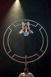"© Licensed to London News Pictures. 29/05/2018. LONDON, UK. Sandra Ibanez Ramirez performs on the percha at a photocall of circus performers from the highly acclaimed Colombian company ""Circolombia"".  The company will headline the Underbelly Southbank Festival until 14 July 2018.  Photo credit: Stephen Chung/LNP"