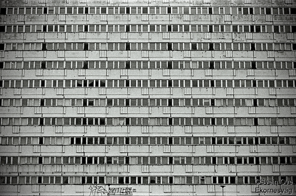 Berlin februar 2012.<br /> En gammel og sliten blokk i Berlin.<br /> Foto: Svein Ove Ekornesvåg