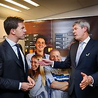 Nederland, Amsterdam , 30-10-2014.<br /> Bedrijfsbezoek van minister-president Mark Rutte op uitnodiging van Ahold/Albert Heijn aan Albert Heijn filiaal in de Molukkenstraat in Amsterdam Oost.<br /> Op de foto minister president Mark rutte in gesprek met topman Ahold. Dick Boer <br /> <br /> <br /> Foto:Jean-Pierre Jans/ANPinOpdracht