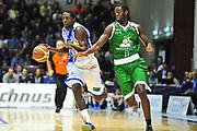 DESCRIZIONE : LegaBasket Serie A 2013-14 Dinamo Banco di Sardegna Sassari - Montepaschi Siena<br /> GIOCATORE : Omar Thomas<br /> CATEGORIA : Palleggio Contropiede<br /> SQUADRA :  Dinamo Banco di Sardegna Sassari<br /> EVENTO : Campionato Serie A 2013-14<br /> GARA : Dinamo Banco di Sardegna Sassari - Montepaschi Siena<br /> DATA : 22/12/2013<br /> SPORT : Pallacanestro <br /> AUTORE : Agenzia Ciamillo-Castoria / M.Turrini<br /> Galleria : Lega Basket Serie A Beko 2013-2014  <br /> Fotonotizia : LegaBasket Serie A 2013-14 Dinamo Banco di Sardegna Sassari - Montepaschi Siena<br /> Predefinita :