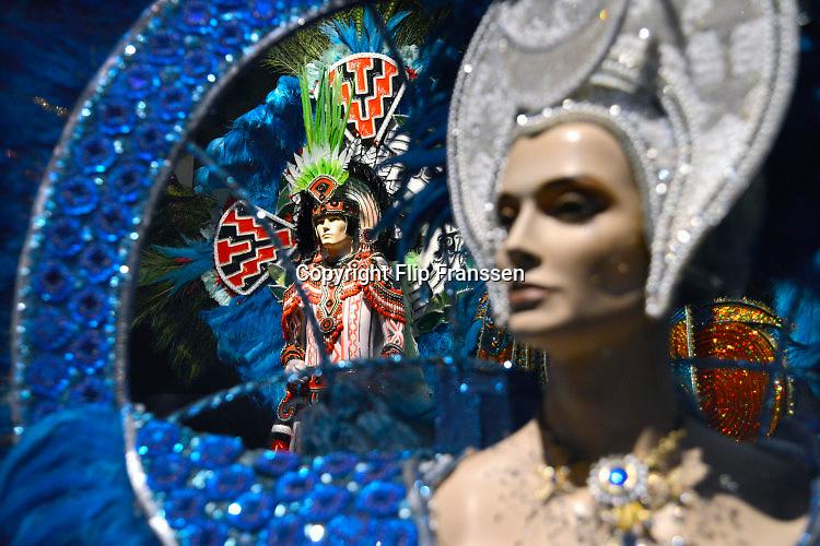 Nederland, Berg en Dal, 10-11-2016Opbouw van een Carnavalsexpositie in het Afrika museum . De expo laat de verschillende manieren en achtergronden van het vieren van carnaval zien .Het museum is onderdeel van de Stichting Nationaal Museum van Wereldculturen .Foto: Flip Franssen