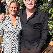 NLD/Laren/20070829 - Huwelijk Willibrord Frequin en Susanne Rastin, Rene van der Gijp en partner Danielle Sijthoff