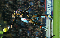 Photo: Ian Hebden.<br />Coventry City v Wolverhampton Wanderers. Coca Cola Championship. 02/01/2006.<br />Wolves Joleon Lescott (R) wins a header with Issac Osbourne.