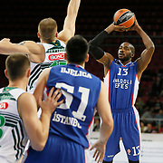 Anadolu Efes's Stephane Lasme (R) during their Turkish Airlines Euroleague Basketball Group A Round 3 match Anadolu Efes between Zalgiris Kaunas at Abdi ipekci arena in Istanbul, Turkey, Thursday, October 30, 2014. Photo by Aykut AKICI/TURKPIX
