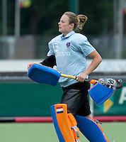 EINDHOVEN - Keeper Saskia van Duivenbode zaterdag bij de oefenwedstrijd tussen het Nederlands team van Jong Oranje Dames en dat van de Vernigde Staten. Volgende week gaat het WK-21 in Duitsland van start. FOTO KOEN SUYK