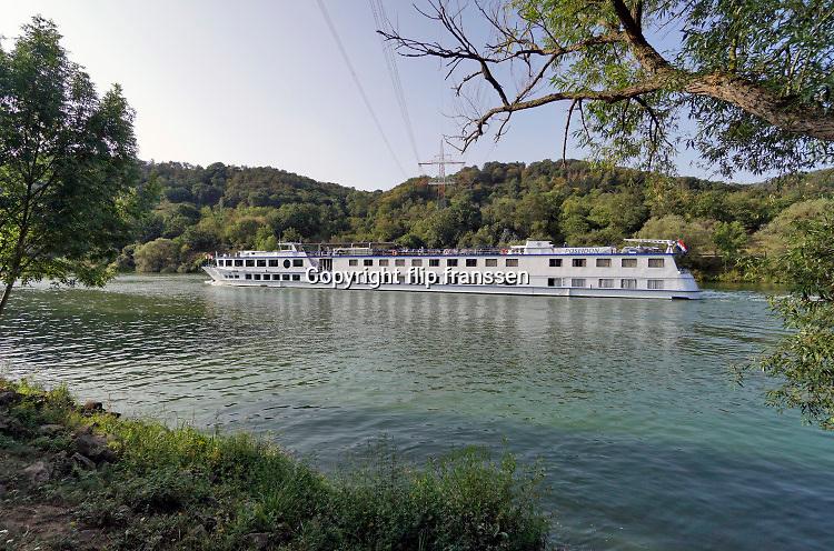 Duitsland, Cochem, 18-9-2020  Het moezeldal is een populaire vakantiebestemming . Het romantische landschap met water en wijnteelt op terrassen tegen de hellingen trekt veel vakantiegangers .Foto: ANP/ Hollandse Hoogte/ Flip Franssen