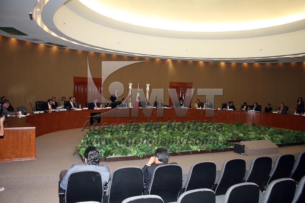 TOLUCA, México.- Durante la sesión del Instituto Electoral del Estado de México en donde se analiza el tema de casilla única para elecciones del 2012. Agencia MVT / José Hernández. (DIGITAL)