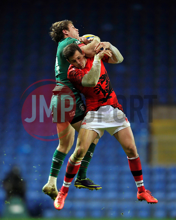 Blaine Scully of Leicester Tigers wins the ball in the air despite competition from Nick Scott of London Welsh  - Photo mandatory by-line: Patrick Khachfe/JMP - Mobile: 07966 386802 23/11/2014 - SPORT - RUGBY UNION - Oxford - Kassam Stadium - London Welsh v Leicester Tigers - Aviva Premiership