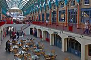 Londyn 2009-03<br /> -05. Covent Garden Market, stary targ warzywny przekształcony w pasaże ze sklepami i barami.