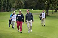 UTRECHT - Voor HockeyWeekly en GolfWeekly (TIGsports), KNHB directeur Johan Wakkie en NGF directeur Jeroen Stevens spelen op Amelisweerd een partij golf. De caddies zijn Gerard Louter voor Stevens en Edwin Alblas voor Wakkie. COPYRIGHT KOEN SUYK