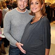 NLD/Amsterdam/20070922 - Opening Woenzel en Pip shop Bijenkorf, zwangere Valerie Zwikker en partner Giel
