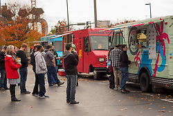 USA, Washington, Bellevue. People lined up at food trucks.