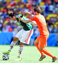 29.06.2014, Castelao, Fortaleza, BRA, FIFA WM, Niederlande vs Mexico, Achtelfinale, im Bild Hector Herrera (Mexiko) gegen Daley Blind (Niederlande) // during last sixteen match between Netherlands and Mexico of the FIFA Worldcup Brazil 2014 at the Castelao in Fortaleza, Brazil on 2014/06/29. EXPA Pictures © 2014, PhotoCredit: EXPA/ fotogloria/ Best Photo Agency<br /> <br /> *****ATTENTION - for AUT, FRA, POL, SLO, CRO, SRB, BIH, MAZ only*****