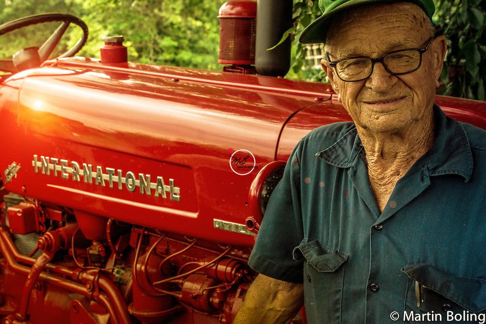 E Saunders & 1956 Model 330 International Tractor