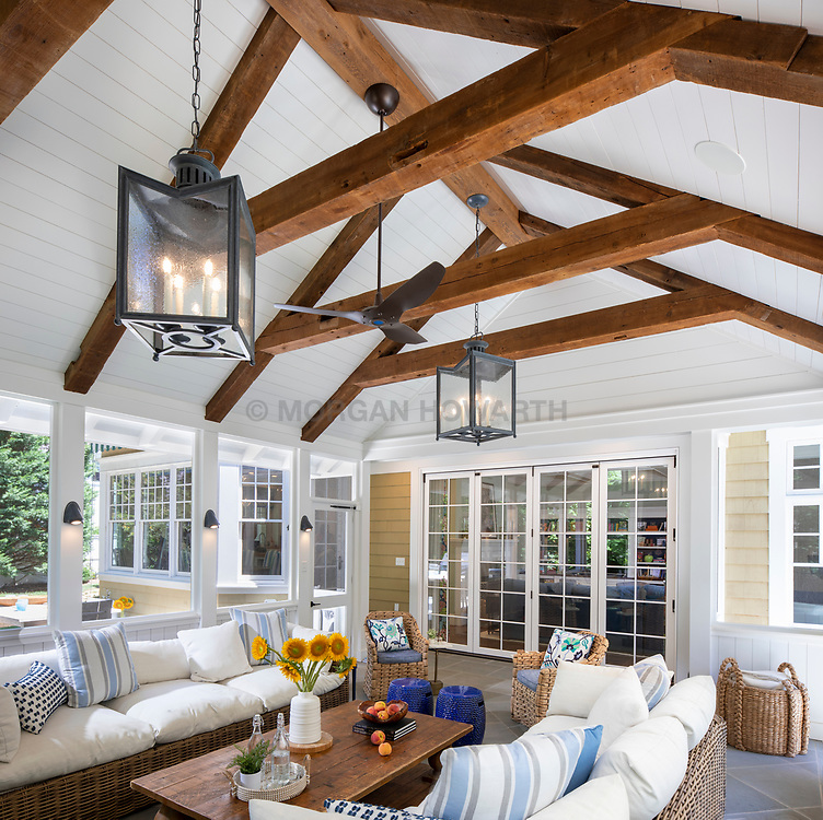 9124 Aldershot screened in porch and outdoor Hitchen dining