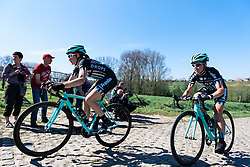 Drops Cycling stick together over the cobbles - Women's Ronde van Vlaanderen 2016. A 141km road race starting and finishing in Oudenaarde, Belgium on April 3rd 2016.