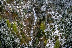 THEMENBILD - ein Wasserfall eines Gebirgsbachs inmitten eines teilweise mit Schnee bedecktem Waldgebiet in den Bergen aufgenommen am 28. April 2019 in Kaprun, Oesterreich // a waterfall of a mountain stream in the middle of a partly snow-covered forest area in the mountains in Kaprun, Austria on 2019/04/28. EXPA Pictures © 2019, PhotoCredit: EXPA/ JFK
