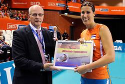 18-09-2011 VOLLEYBAL: DELA TROPHY NEDERLAND - TURKIJE: ALMERE<br /> Nederland wint met 3-0 van Turkije en wint hierddor de DELA Trophy / (L-R) Nico Hoeben en Francien Huurman<br /> ©2011-FotoHoogendoorn.nl