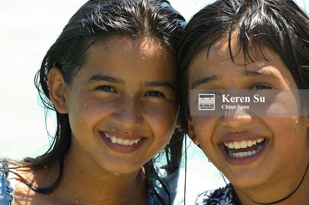 Local girls, Remate, Lago Peten Itza, Guatemala