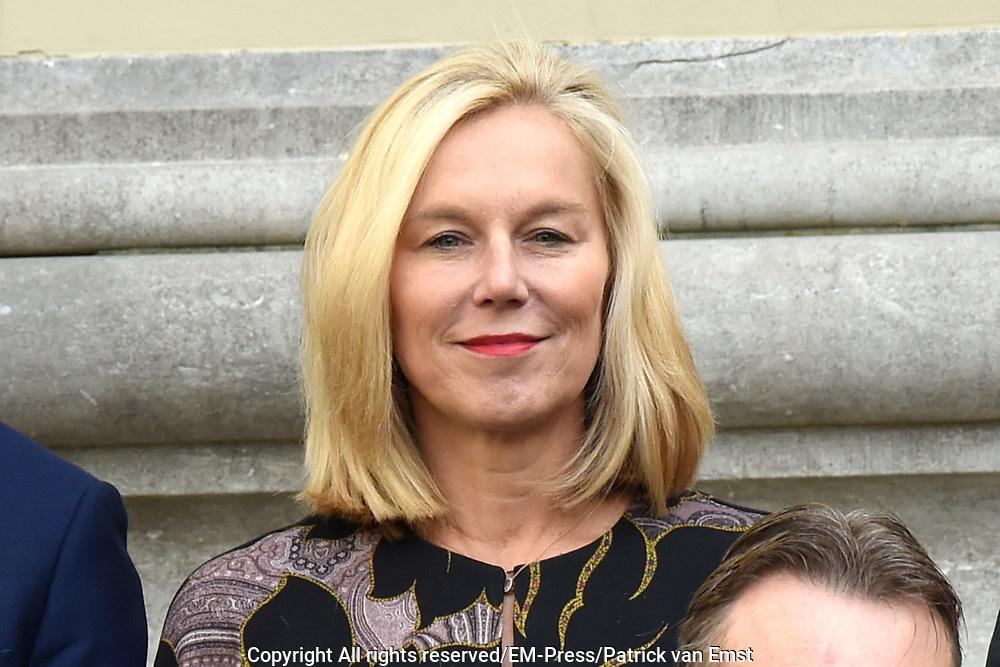 Het nieuwe kabinet Rutte III op het bordes van Paleis Noordeinde. <br /> <br /> Op de foto:  Sigrid Kaag  - minister van Buitenlandse Handel en Ontwikkelingssamenwerking