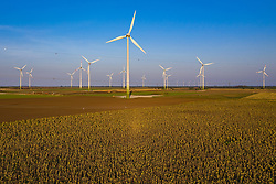 THEMENBILD - Windkrafträder im Windpark Parndorf, im Vordergrund Sonnenblumen, am Montag den 14. September 2020 // Wind turbines in the Parndorf wind farm, in the foreground sunflowers, on Monday, September 14, 2020. EXPA Pictures © 2020, PhotoCredit: EXPA/ Johann Groder