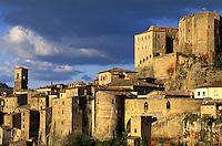 Italie, Toscane, Province de Grosseto, Village de Sorano // Italy, Tuscany, Grosseto province, Sorano village