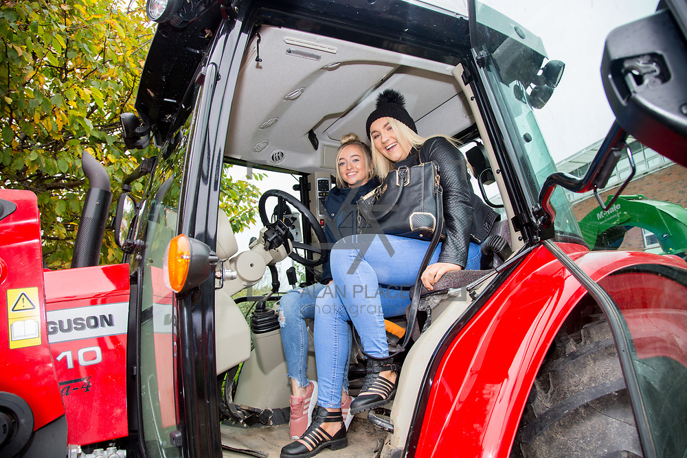 20.10.17.            <br /> Enjoying the LIT (Limerick School of Technology) open day were, Aisling Caldwell and Carrieanne Stewart, Colaiste Nanonagle. Picture: Alan Place