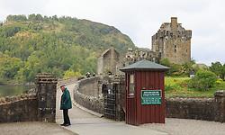 THEMENBILD - ein einheimischer kontrolliert die Eintrittskarten vor Eilean Donan Castle, bekannt aus den Hollywood Film Highlander, Loch Duich, Schottland, aufgenommen am 09. Juni 2015 // a local checked the tickets in front Eilean Donan Castle, known from the Hollywood movie Highlander, Loch Duich, Scotland on 2015/06/09. EXPA Pictures © 2015, PhotoCredit: EXPA/ JFK